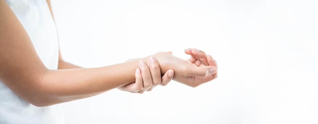 При травме руки